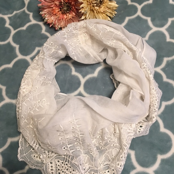 Accessories - Eyelet Design Infinity Scarf 🧣